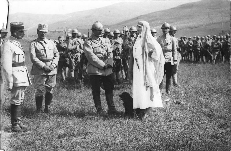 Regele Ferdinand şi Regina Maria pe frontul de la Cireşoaia - Târgu Ocna după luptele din iulie 1917