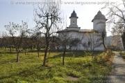 Trecerea timpului - Biserica Răducanu - curtea interioară